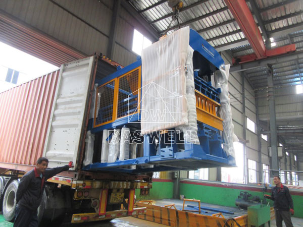 QT4-15 transport this machine
