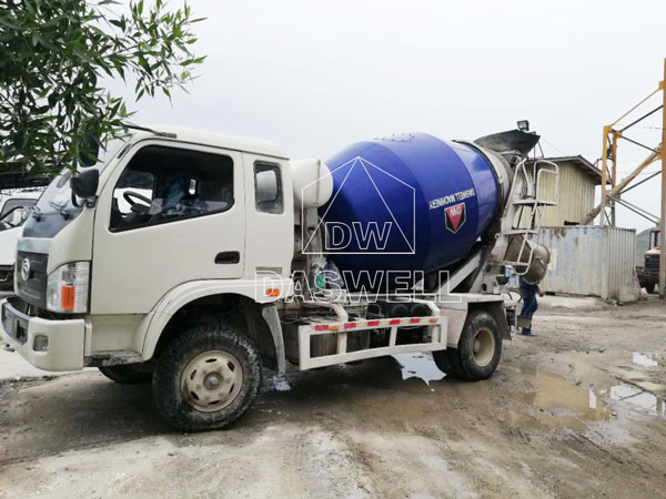 wide use of DW-5 concrete agitator trailer