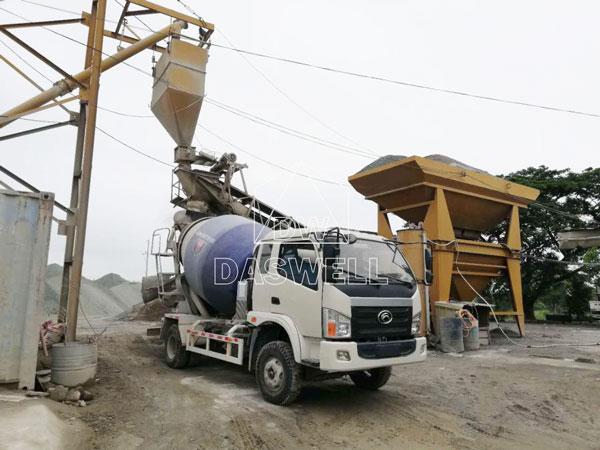 wile use of concrete agitator truck