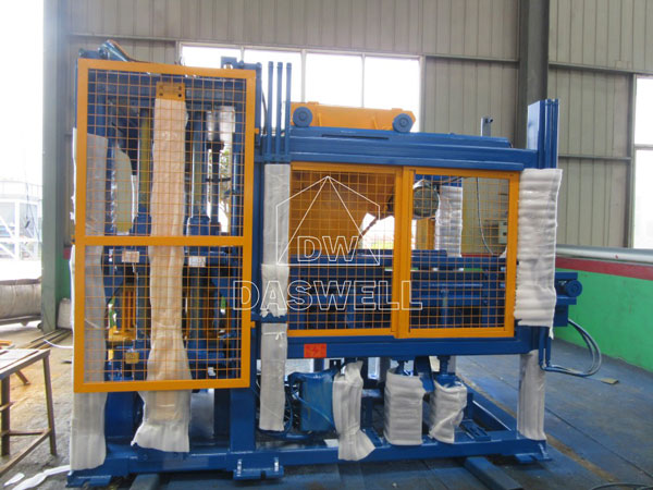 QT4-15 fully automatic brick making machine