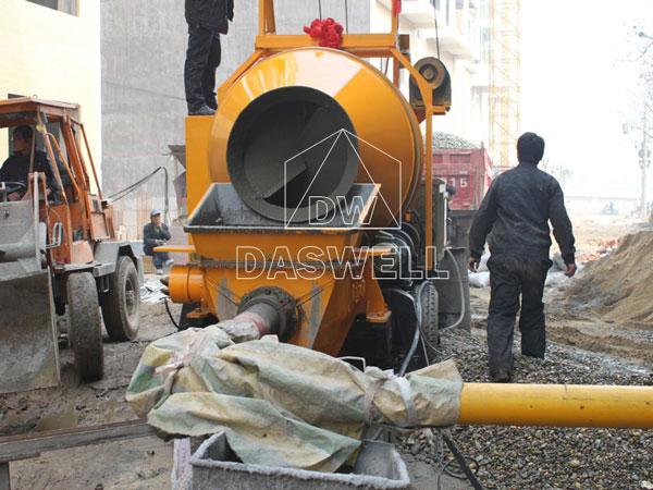 portable concrete pump for road construction