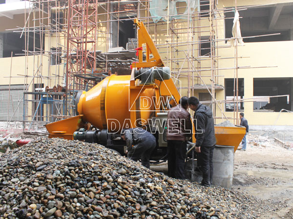 working of the portable concrete pump