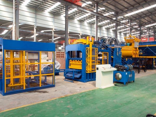 QT10-15 cement block production machine