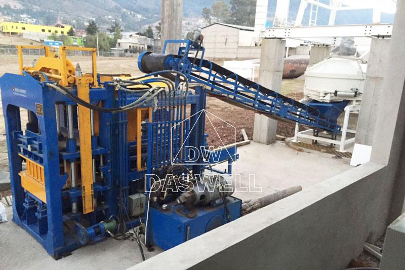 QT6-15 cement block machine in Mexico